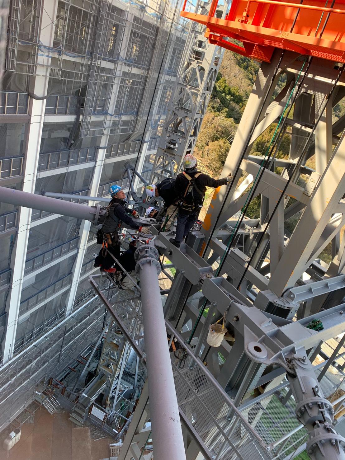 タワークレーンクライミングに伴う枠ステイ取り付け作業